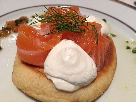 Assevillers, Francia: petite entrée : blinis de saumon