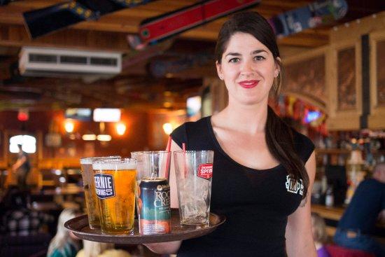 Ферни, Канада: Park Place Lodge - Fernie BC - The Pub Bar & Grill