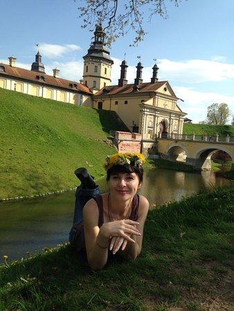 Nesvizh, Bielorrusia: возле главных ворот в замок