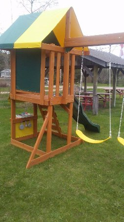 Kearney, Canada: A fun wonderful place next to our picnic table area for toddlers and young children to enjoy
