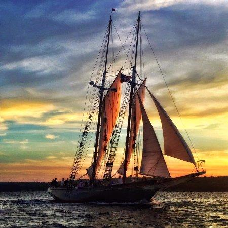 Schooner Thomas E. Lannon: Sunset