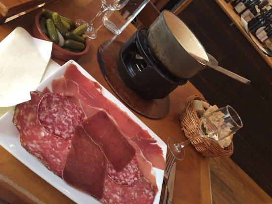 Le Chalet de Neuilly: Fondue with ham plate