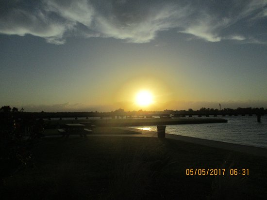BridgePointe Hotel And Marina: Sunset on May 5th.