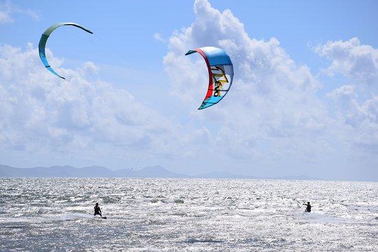 Newborough, UK: Kite surfers