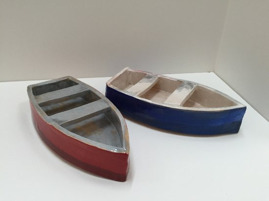 Weaverville, Северная Каролина: Some pieces are just for fun such as these ceramic boats.