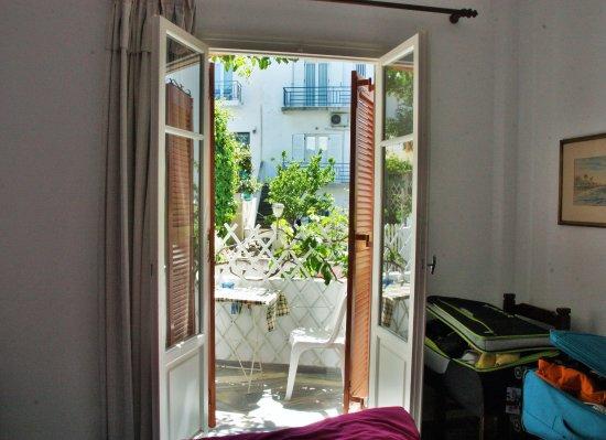 Marisa Rooms: chambre tranquille du rez-de-chaussée avec balcon