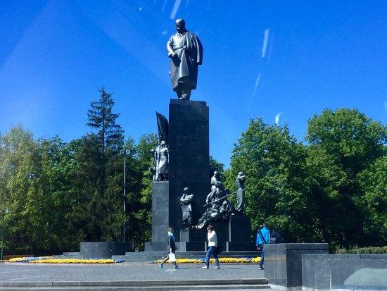 Shevchenko Park: Памятник Шевченко в Харькове
