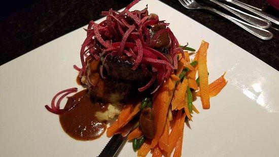 Westbury, État de New York : Steak Diane at Marco Polo's