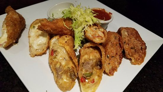 Westbury, NY: Egg Roll's sampler. Philly Cheese Steak, Buffalo Chicken, Bolognaise and Mozzerella Sticks