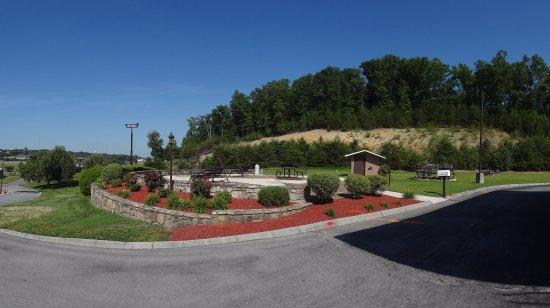 Kodak, TN: Patio Area