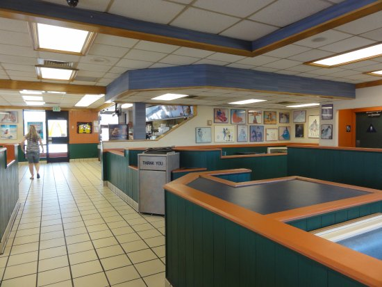 Thousand Palms, CA: Inside of the old McDonald's in Palm Desert