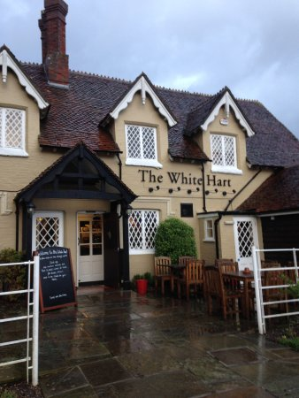 The White Hart - Cadnam: Modernised, but still a traditional pub too