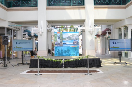 Aloha Tower Marketplace: Ground breaking ceremony in 2014