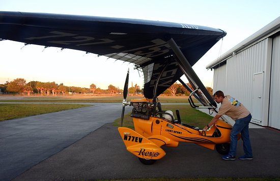 Sky Surfing Scenic Intro Flights: Dane getting the Revo trike ready
