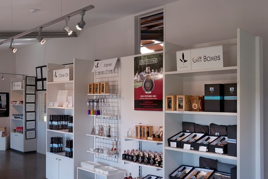 Waiheke Island, New Zealand: Gift boxes, Due Vittorie balsamics, Olive oil in the Epicurean store
