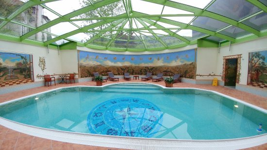 100% Excellent..... with spa and an indoor pool !!!