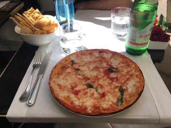Picture of ristorante pizzeria aurora capri for Aurora italian cuisine