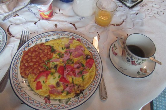 Tarbert, Ирландия: omelette with everything plus beans