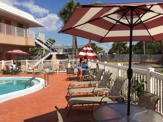 Rodeway Inn: Newly re vamped pool area and awesome decor