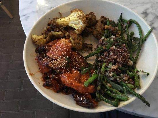 Del Mar, Καλιφόρνια: 3 sides: Sweet potatoes, cauliflower & asparagus