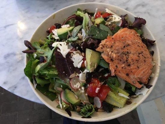 Del Mar, Καλιφόρνια: A salad with salmon
