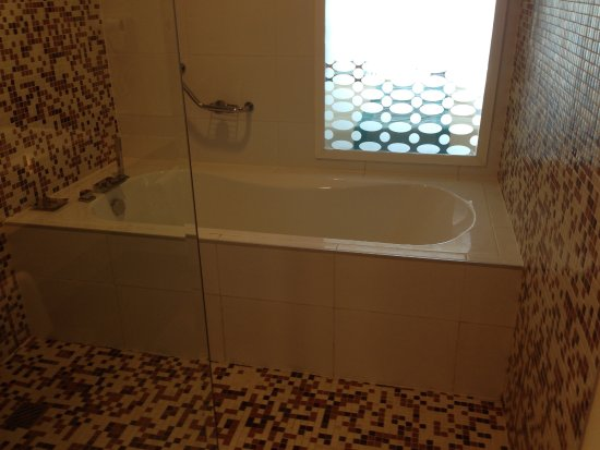 Soap Tub and shower is right next to bathtub - Picture of Ocean ...