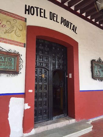 Tlaxiaco, Mexiko: Entrance to the hotel...