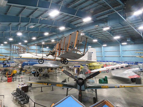 Wetaskiwin, แคนาดา: Lots of shiny planes to enjoy in the big hangar
