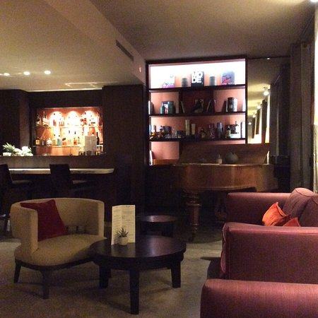 Hotel de l'Alma: Bar in the lounge.