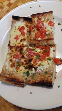 East Hampton, NY: Garlic Bread with Cheese and Pepper