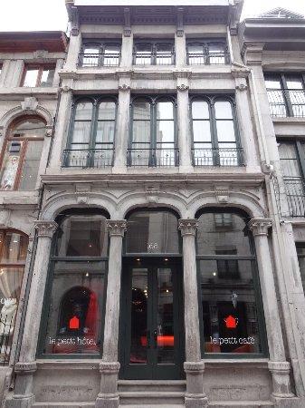 Le Petit Hotel: Exterior