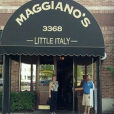 Maggiano's Little Italy: Easy to find location.