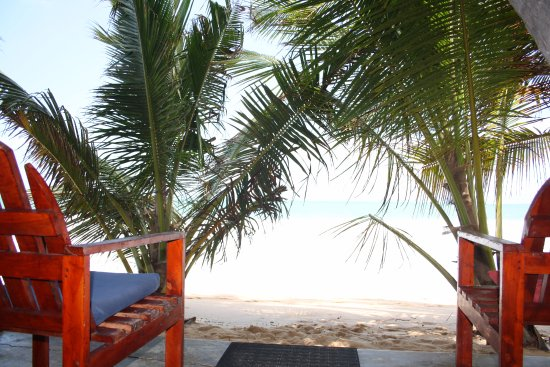 Sandy Cabanas : Outside Sitting Area with Sea View