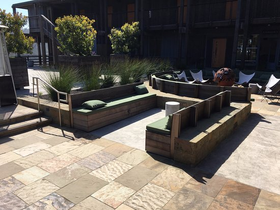 Jenner, CA: outdoor lounge area