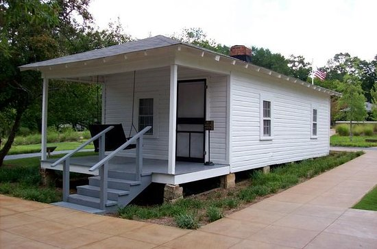 Elvis Presley Birthplace Park in...