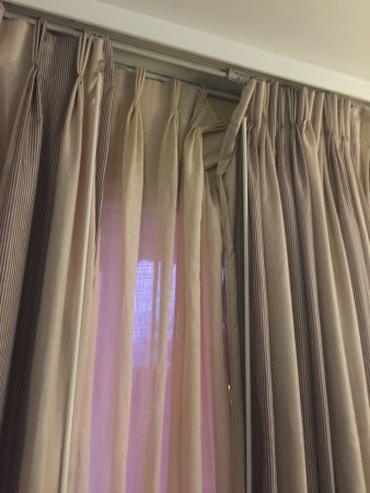 Ridgecrest, CA: Disgusting! Sheets are dingy. Someone could not take the time to fix curtains. Is that mildew? B