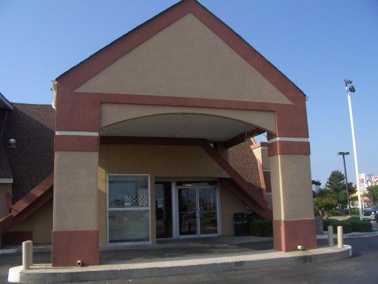 Howard Johnson Inn - Oklahoma City : The entrance