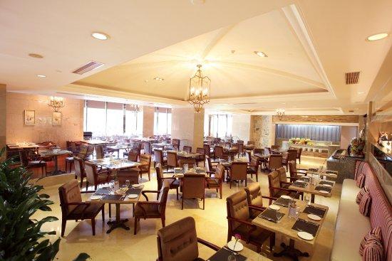 Heyuan, Kina: 环境优雅、舒适的雅典西餐厅,位于翔丰国际酒店一楼,餐厅采用欧式建筑风格,让您感受到异国的风情,人性化的服务,让您在用餐中享受生活,体验尊贵。