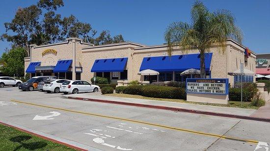 Chula Vista, CA: Fuddruckers Large Restaurant