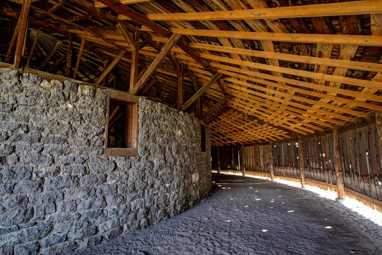 Round Barn Visitor Center : The inner stone wall provided a place for horses to be exercised in the winter months.