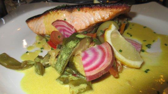 Gradignan, France: Grilled Salmon