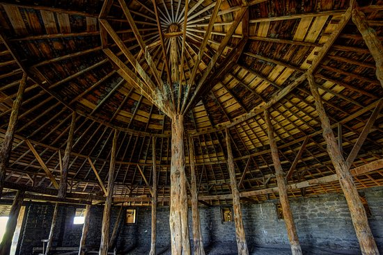 Round Barn Visitor Center : Juniper column supports the center of the roof