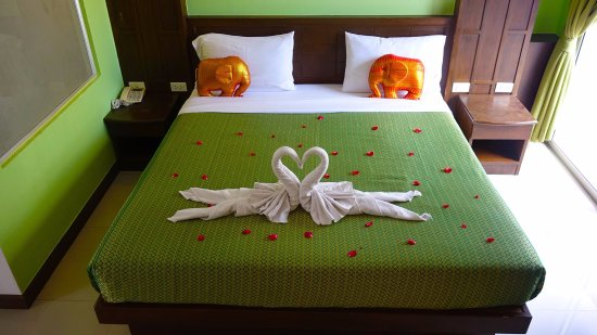 YK Patong Hotel: Deluxe  room double bed with balcony