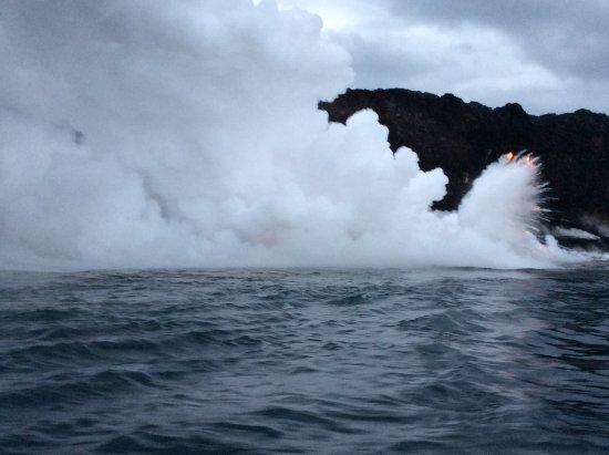 Pahoa, Hawái: minor lava explosion