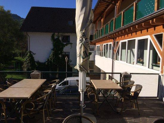Kappelrodeck, Tyskland: Morgendlicher Blick von der Terrasse: hinten heraus eine wunderbare Lage!