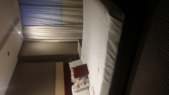 Rendezvous Hotel Sydney Central: If the bed were smaller would the matress be thicker?