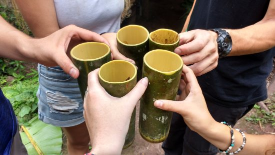 Luang Namtha, لاوس: Drinking coffee from bamboo cups made on the spot by our guides!!