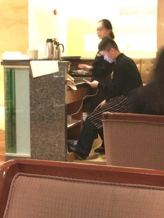 راديسون بلو هوتل شنغهاي نيو وارلد: A very common site while dining