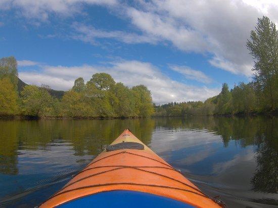 Blairgowrie, UK: Kayaking near Pitlochry, exploring Loch Faskally
