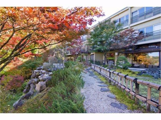 Nikko Hoshinoyado: 庭園(秋)